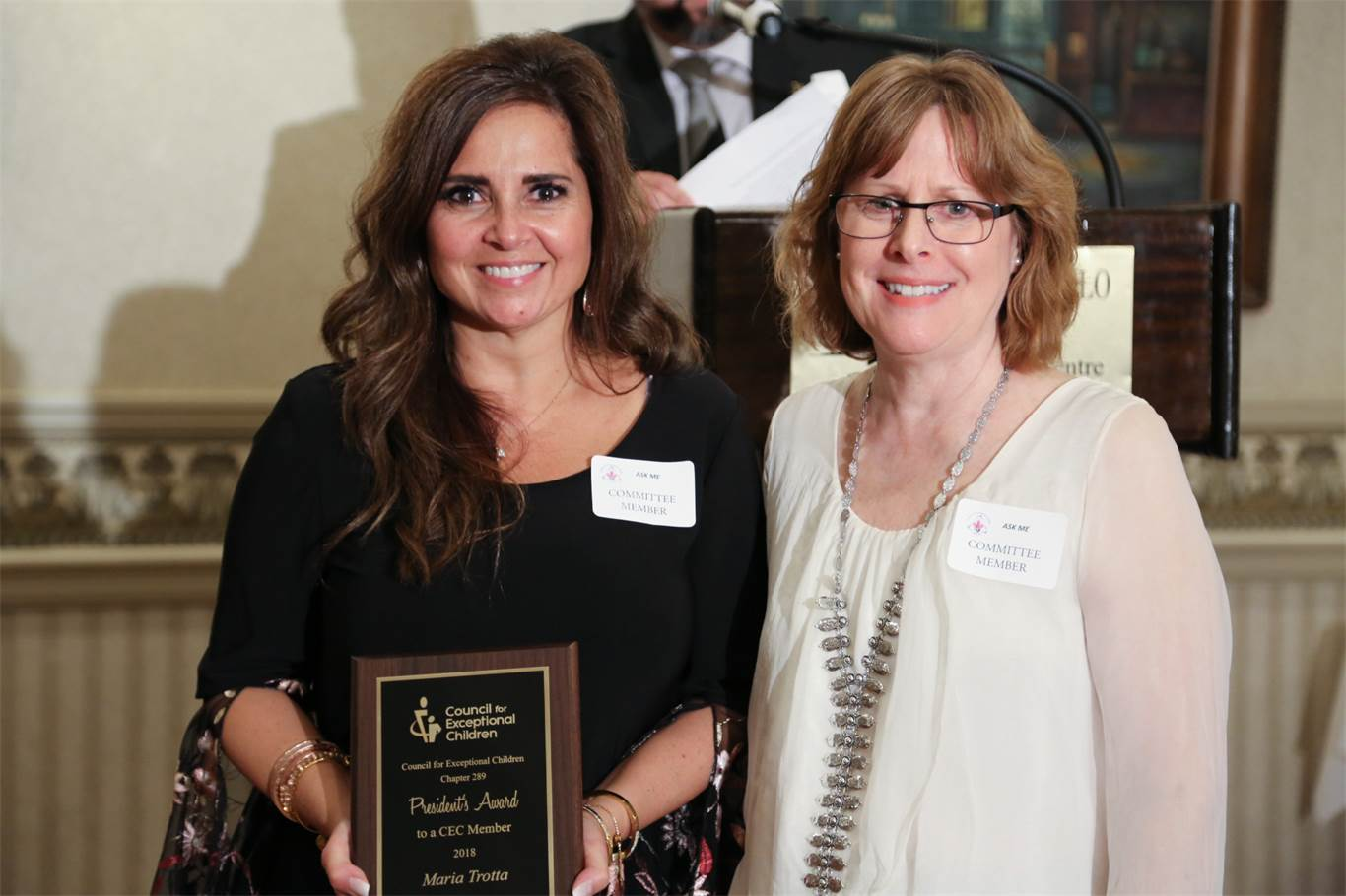 CEC President Sandy Scott presents Maria Trotta with the President's Award to a CEC Member. Photo by Jenna Madalena.